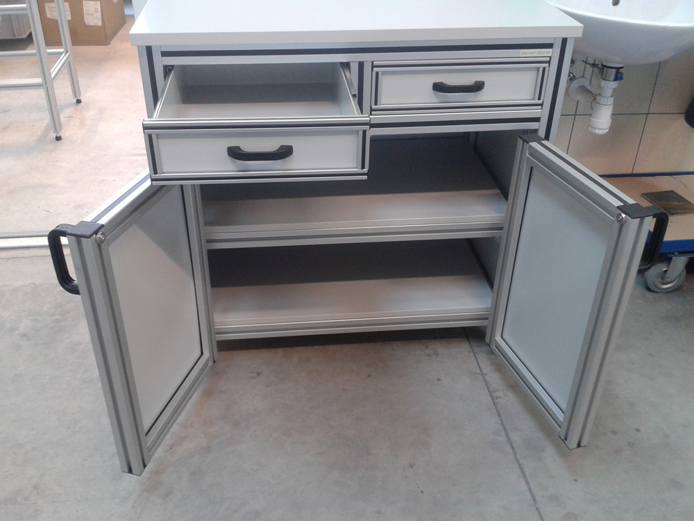 Labor-asztal1